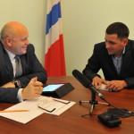 Губернатор помог Марьяновскому фермеру в приобретении комбайна